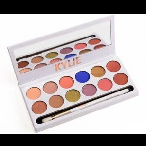 Limited edition royal peach palette